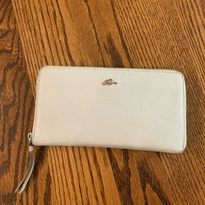 ROOTS off white leather wallet